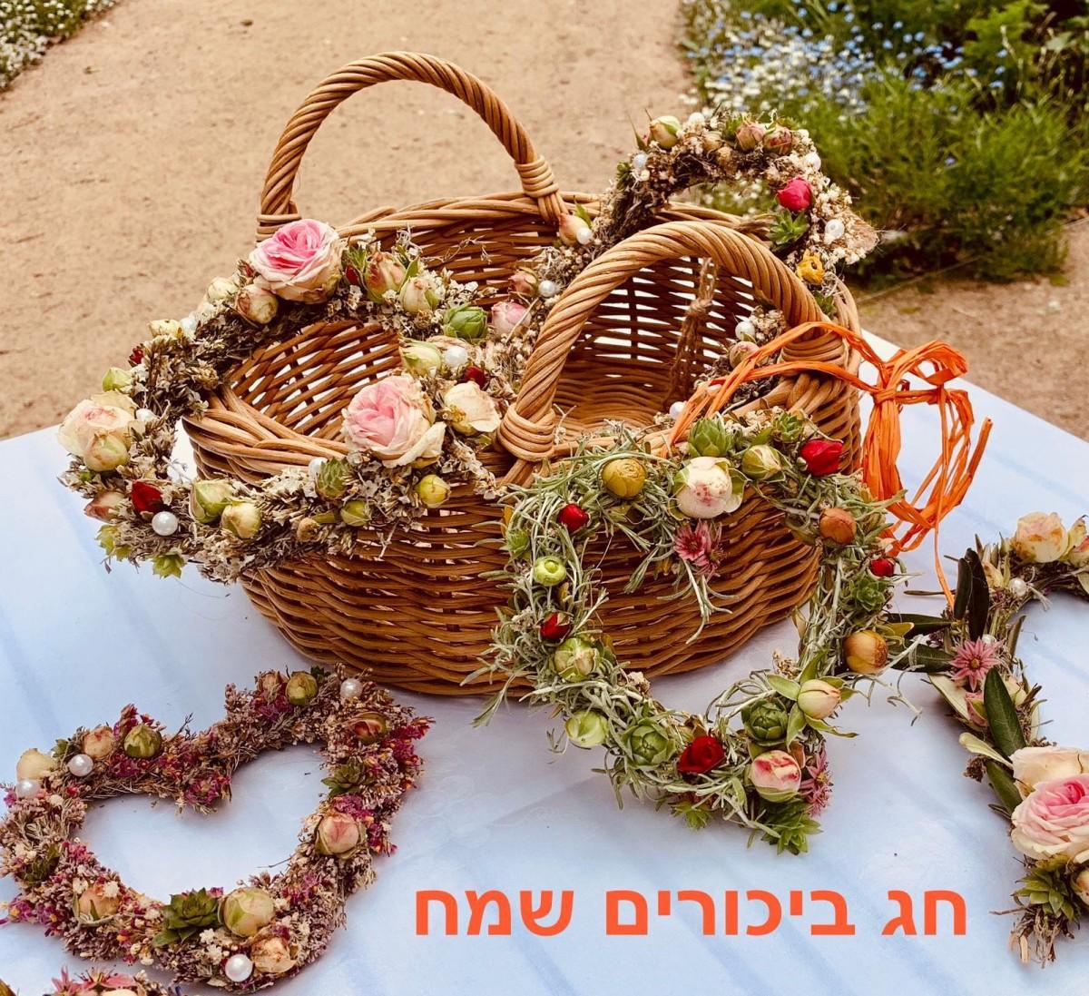 Blumenkränze zum Wochenfest im Bustan
